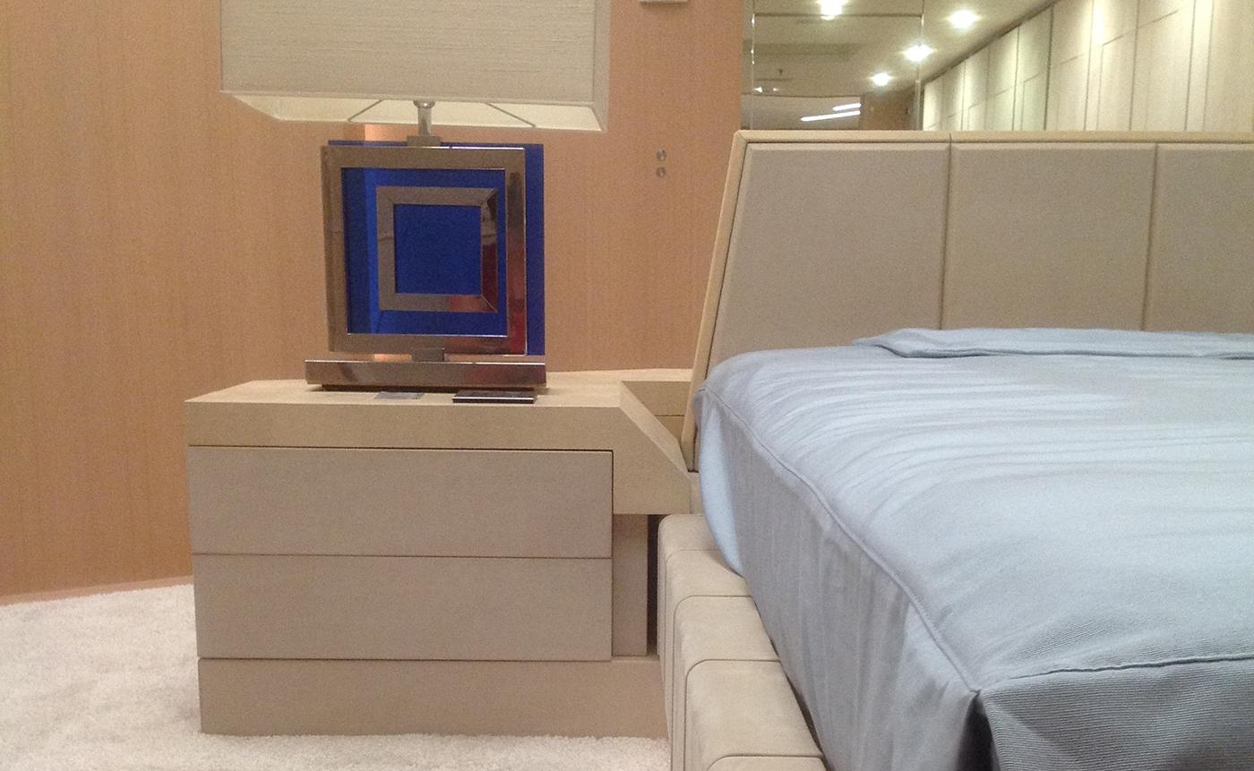 giroletto e comodino camera padronale in nabuk lavorazione diamante