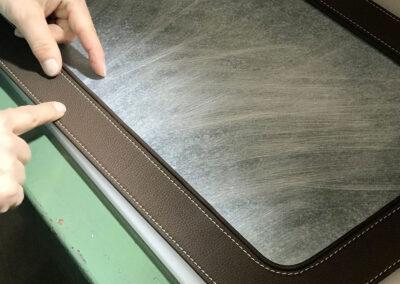 lavorazione alluminio e pelle e caluchat per complementi di arredo